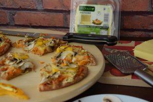 Πίτσα λαχανικών με χούμους και Viofast
